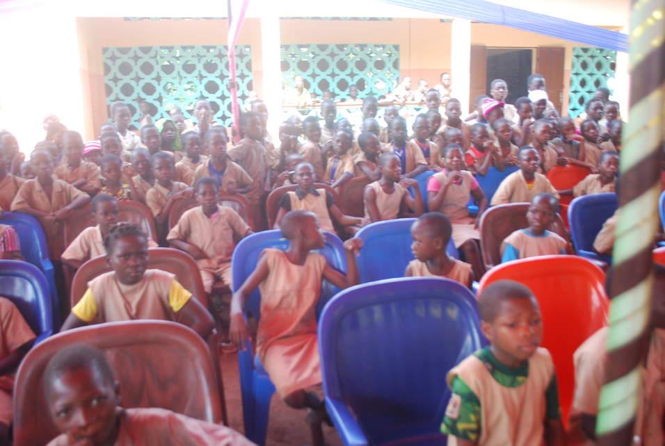 Distribution de kits scolaires