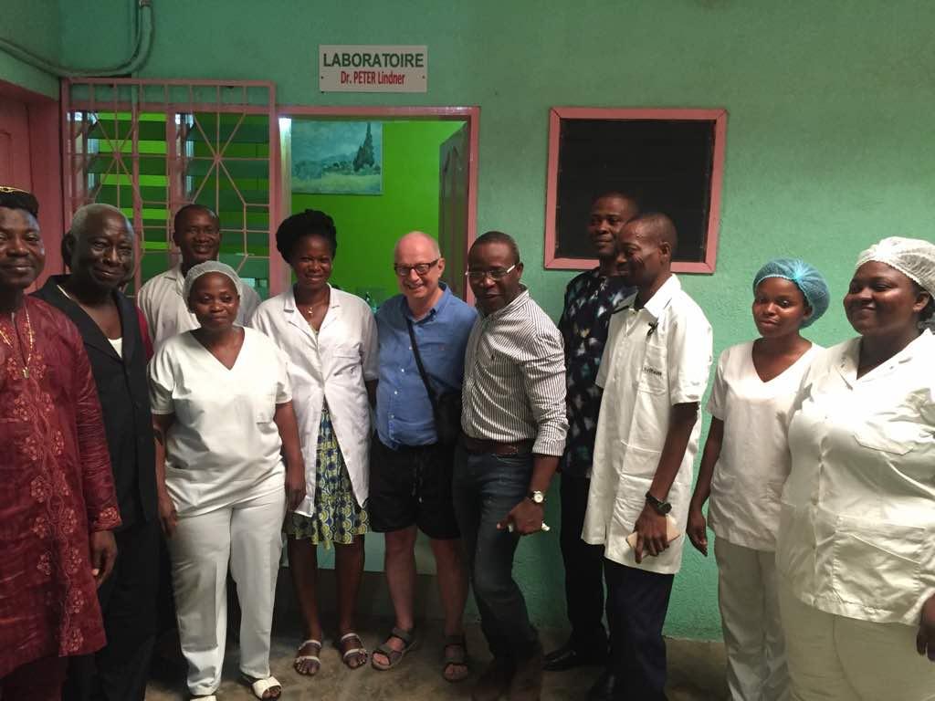Visite du président d'honneur Dr. med. Rolf Peter Lindner au centre de santé de l'association